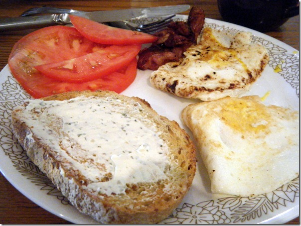 Eggs_Bacon_Toast_Tomatoes